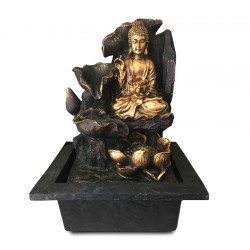 Fuente de Buda con cascada en flores