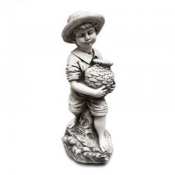 Niño campestre con jarrón