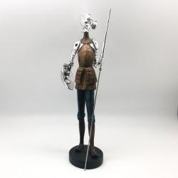 Quijote con lanza y escudo en tono silver y colores