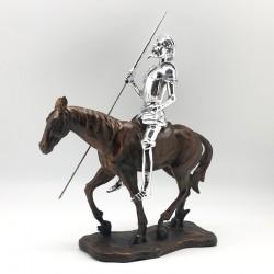 Quijote silver cabalgando con caballe tipo madera