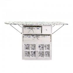 Mueble con tabla de planchar con diseño tela flores