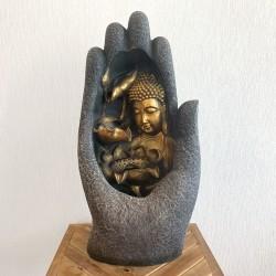 Fuente Buda en mano con cascada