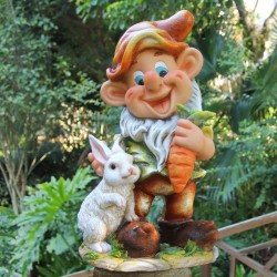 Enano con conejo