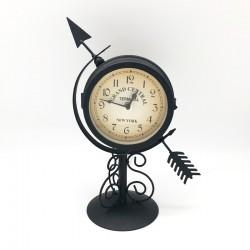 Reloj metálico negro diseño flecha